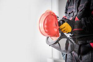 equipo-proteccion-casco-guantes
